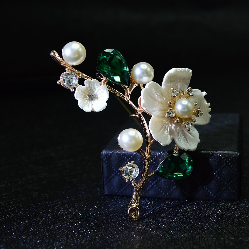 CINDY XIANG Shell And Pearl Flower Brooches For Women Elegant Fashion Pin Red Crystal Brooch Wedding Jewelry High Quality cindy xiang blue shark brooch women and men brooch pin unisex enamel brooches vivid animal jewelry badages fashion accessories