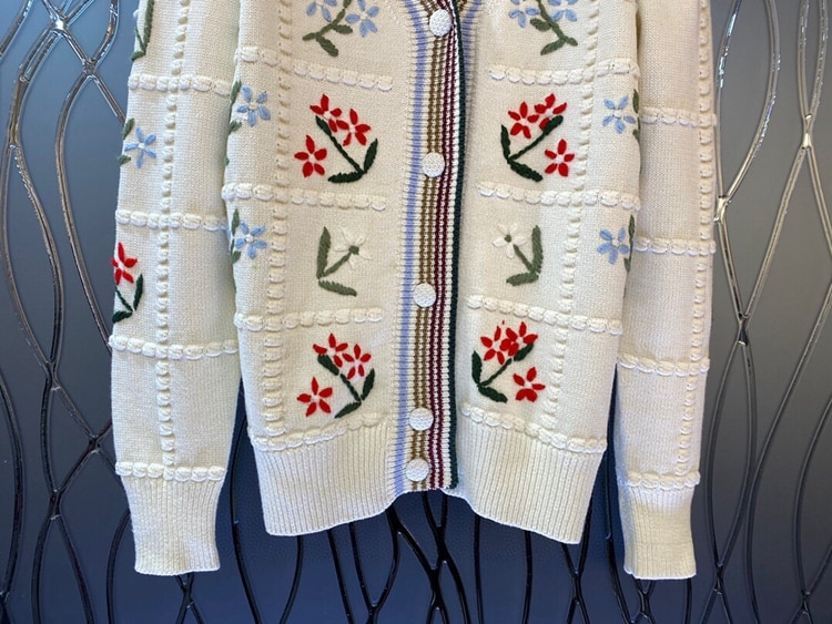 2021 Autumn Winter Style Caridgans High Quality Women V-Neck Floral Embroidery Knitting Long Sleeve Casual Sweater Cardigan Tops enlarge