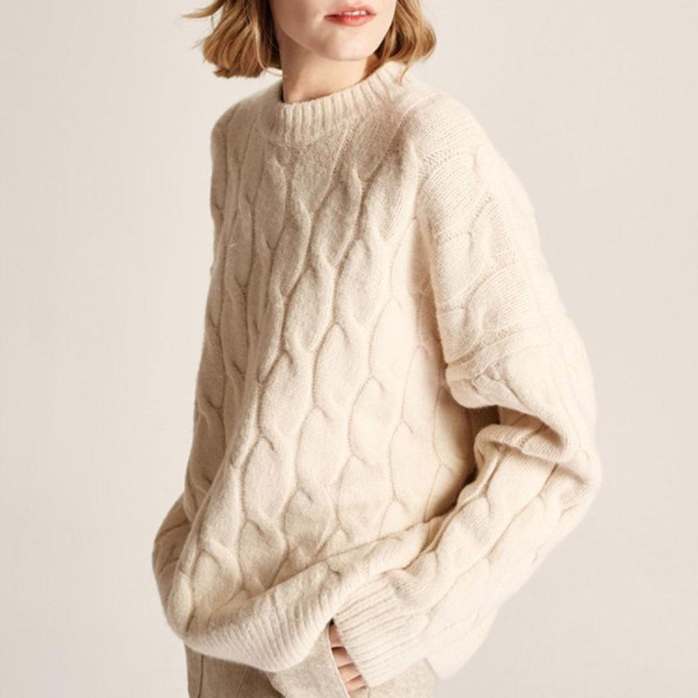 Las mujeres Otoño e Invierno Jersey nuevo lechoso blanco suelto Jersey cuello redondo tejido punto torcido suéter estilo perezoso suéter 2021 de las señoras