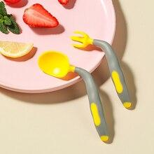 Juego de cuchara y tenedor para bebé, juego de utensilios antideslizantes de colores, curvo, portátil, PP, 2 unids/set