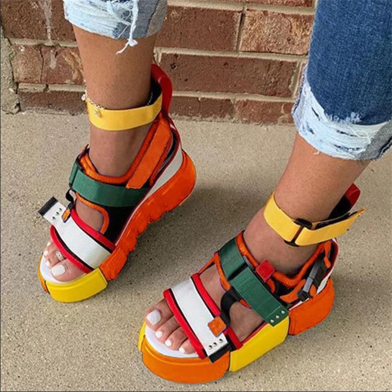 Las mujeres sandalias de moda