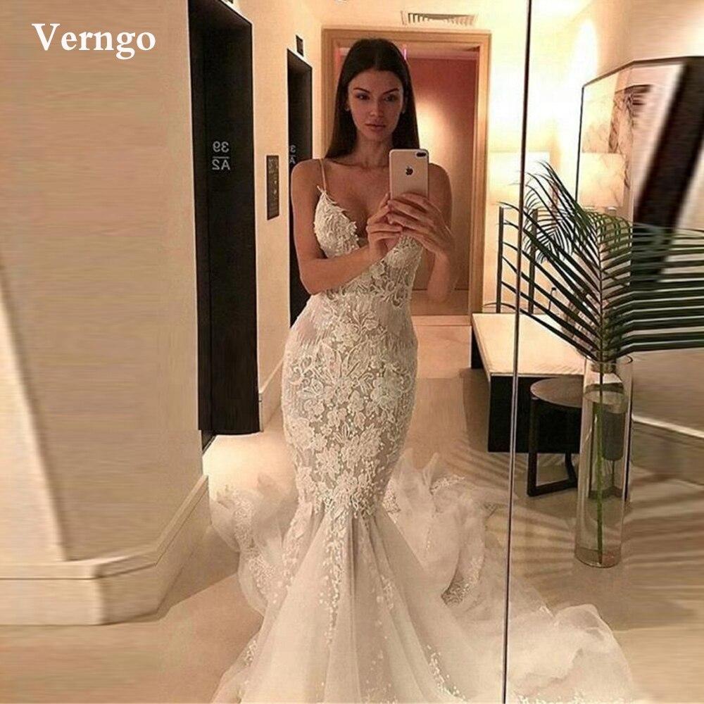 فستان زفاف بحورية البحر مثير بحمالات رفيعة من Verngo مزين بالدانتيل بدون ظهر أزرار من الخلف من قماش التل فساتين العروس الطويلة