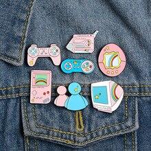 XEDZ serie rosa de varias consolas de juego set de TV estrellas arcoíris espejo muñecas grabadoras metal ename pin broche de moda creativa