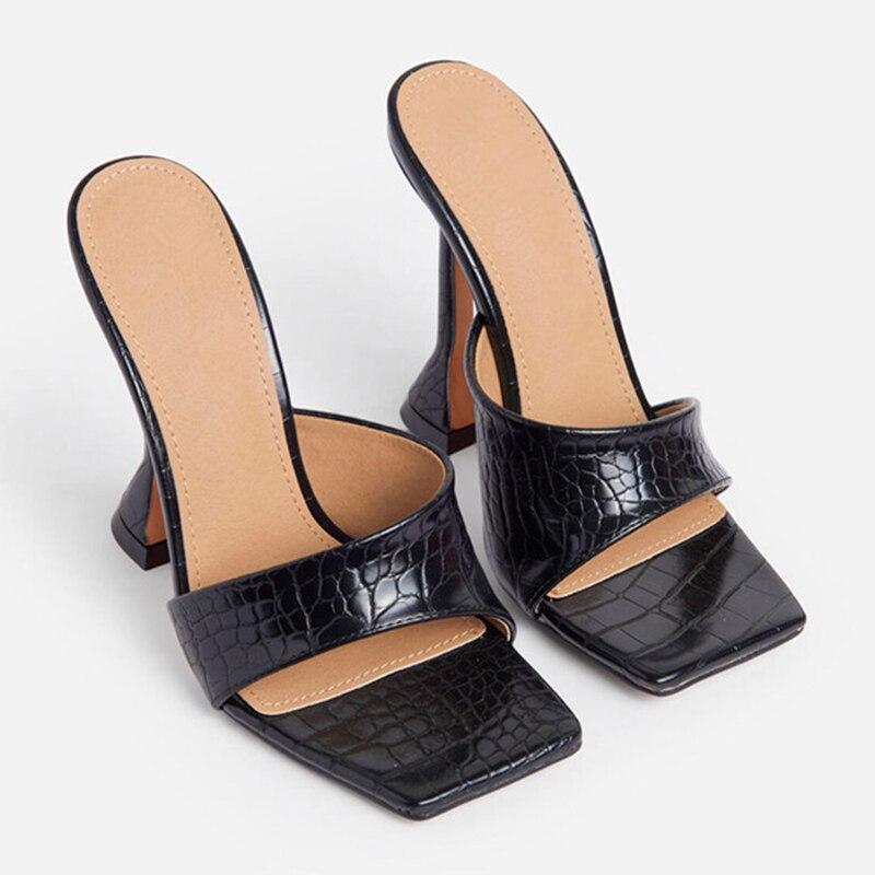 Chinelos de Salto Feminino Alto Plutônio Praça Fretwork Sólida Senhoras Slides Moda Madura Fora Tamanho Grande Mulher Sandálias Verão Sexy Toe