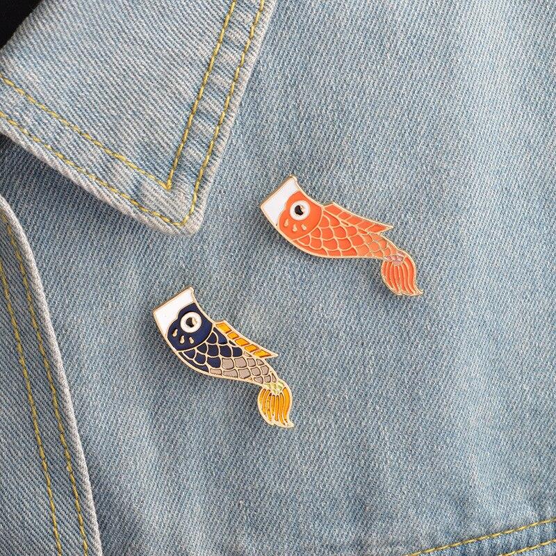 Broche con dibujo animado de la mascota de Japón, de color, de carpa KoiA, representante de la buena suerte, goteo de aceite, horquilla de dibujos animados