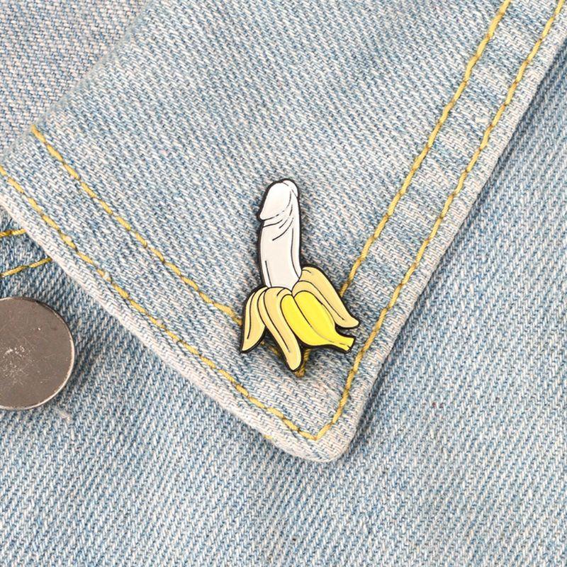 Broche de plátano, broche creativo y engañoso, bonito distintivo para bolso, mochila, alfileres de frutas, joyería, Pin para mujeres, hombres, estudiantes, solapa, regalos de dibujos animados