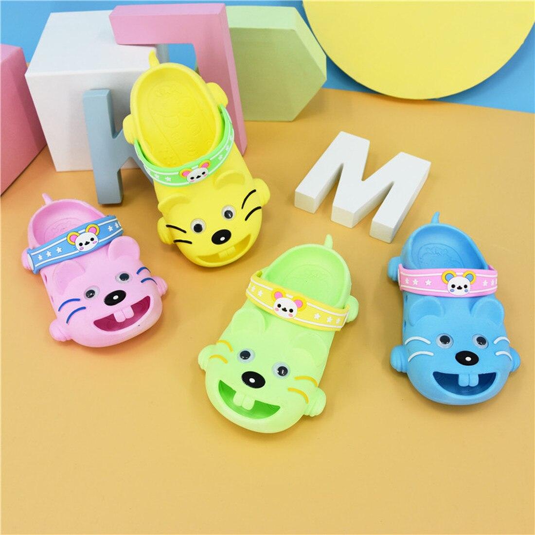 ¡Novedad de 2020! sandalias para bebé de dibujos animados, pantuflas y zuecos para niños, zapatillas antideslizantes de fondo suave de Pvc para interiores de verano para niños, zapatos para niño niña