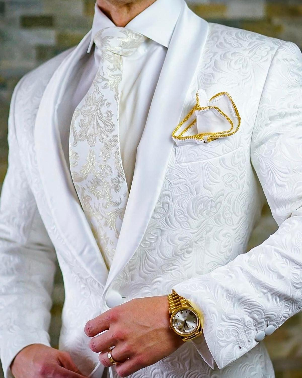 High Quality One Button White Paisley Groom Tuxedos Shawl Lapel Groomsmen Mens Suits Blazers (Jacket+Pants+Tie)  006