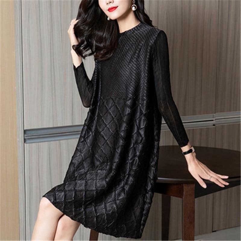Miyake مطوي فستان الإناث ربيع جديد الصناعة الثقيلة مطوي موضة فضفاضة كبيرة الحجم كان رقيقة مزاجه فستان أسود صغير