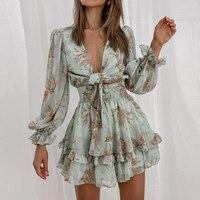 Мини-платье с рюшами и V-вырезом Посмотреть
