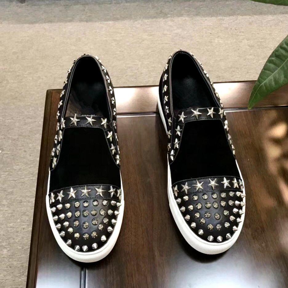 Мужские туфли на плоской подошве, с шипами