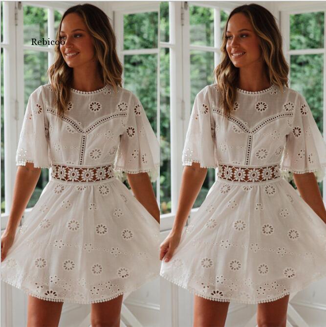 Vestido de renda branca de algodão boho bordado Floral verão vestidos para as mulheres vestidos de manga curta mini vestido de praia vestido Boêmio