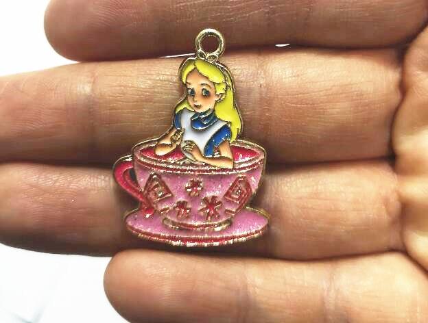 Nieuwe 20Pcs/50Pcs/100Pcs Cartoon Alice Cup Prinses Kleur Leuke Diy Sleutelhanger Metalen Charm hangers Sieraden Maken Diy Geschenken