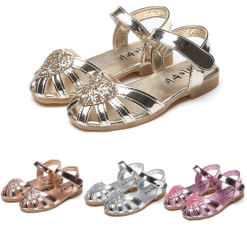 Sandálias para meninas de verão, sapatos para bebês com sola macia e coração, presente de princesa para meninas de 2 a 7 anos