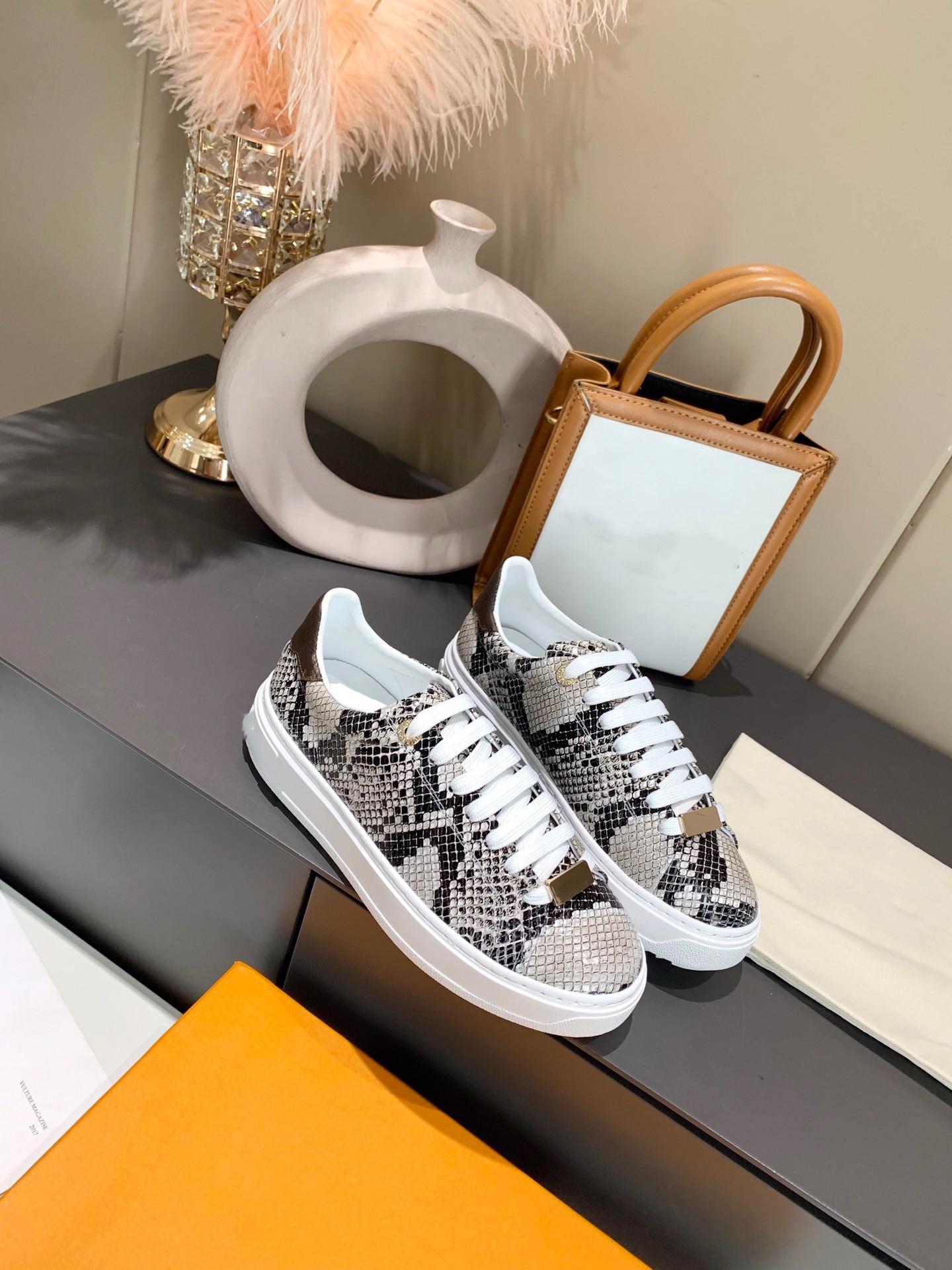 أحذية مفلكنة الذكور أحذية رياضية 2021 موضة الصيف الهواء شبكة تنفس أسافين أحذية رياضية للرجال/النساء زائد
