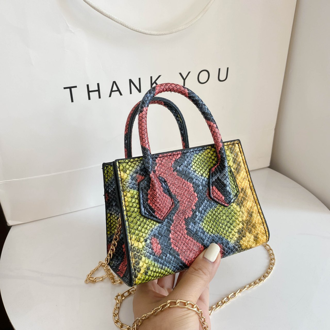 Female bag in Europe and the trend of the serpentine single shoulder bag worn handbag
