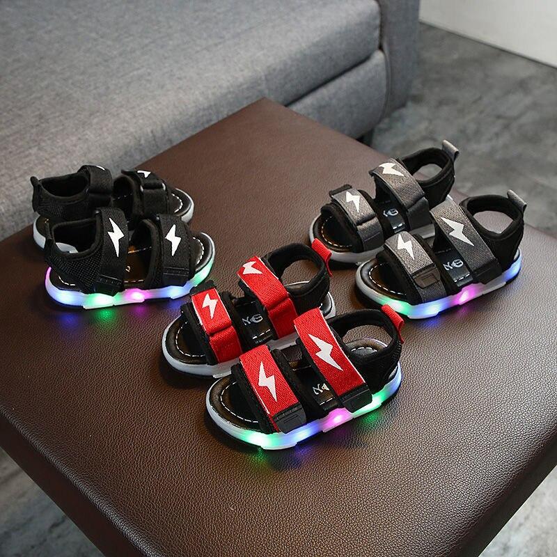 أطفال الصنادل Led تضيء الصيف أحذية الأطفال متوهجة الصنادل الرياضية الفتيات وامض لينة شاطئ الفتيان أحذية طفل KSS06