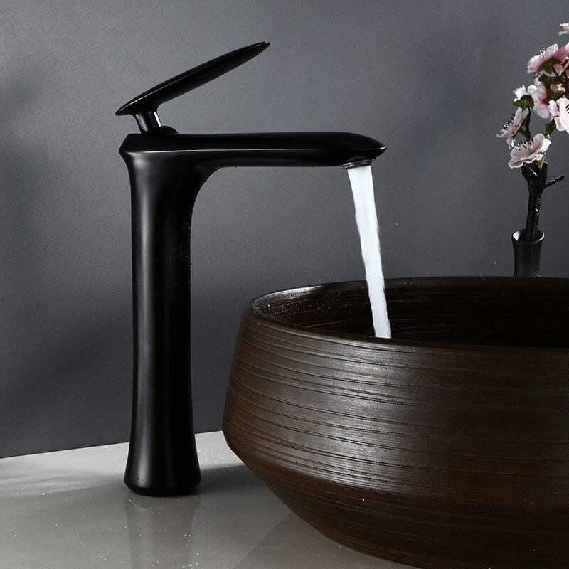 Grifo de lavabo de latón negro, grifo de lavabo de baño caliente y frío, grifo de lavabo montado en cubierta de un solo Mango, grifo mezclador de agua de latón Total