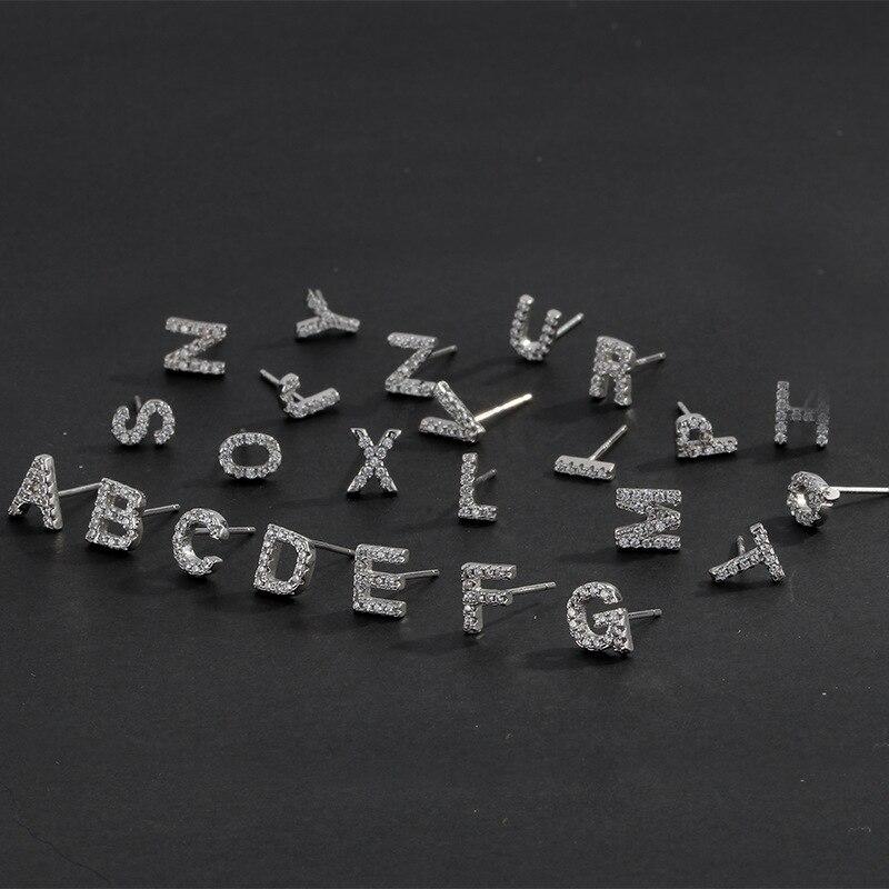 Moda de moda pequeña inicial A-Z letra pendientes del alfabeto Stud pendientes para las mujeres de moda joyería diaria regalos S-E868