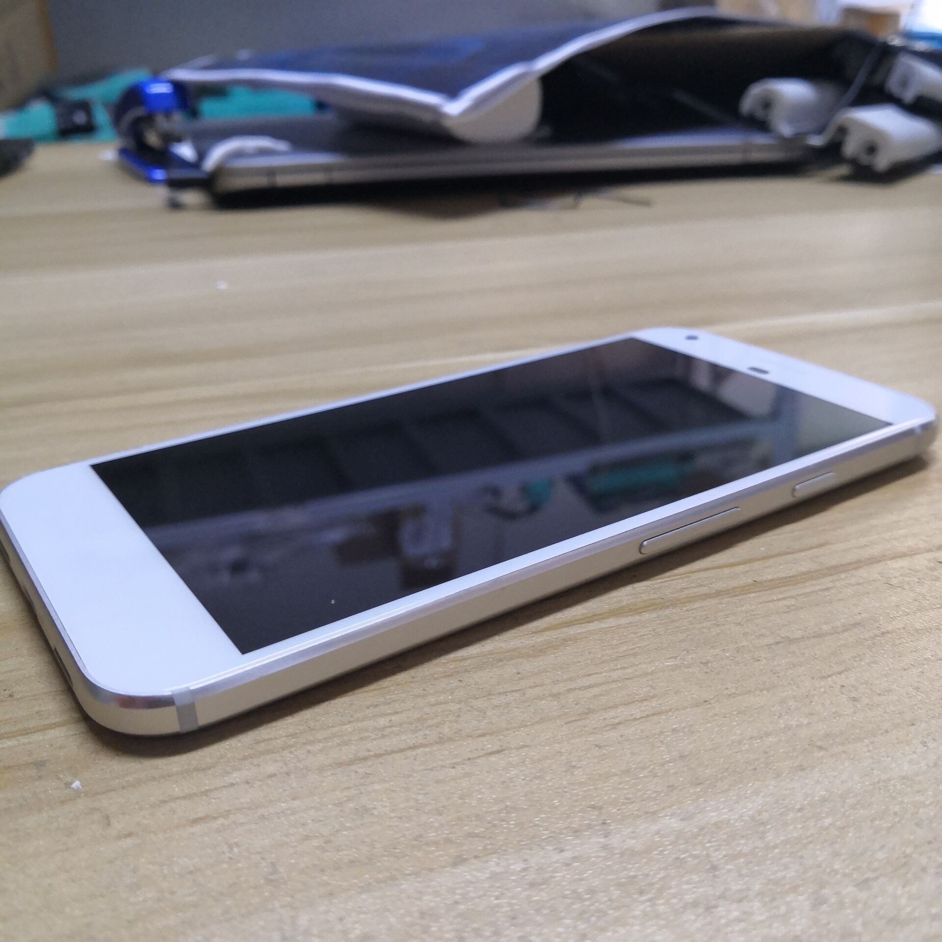 Google Pixel XL smartphone 5.5' inch 1440 x 2560 pixels screen 4GB RAM 128GB ROM Mobile Phone enlarge
