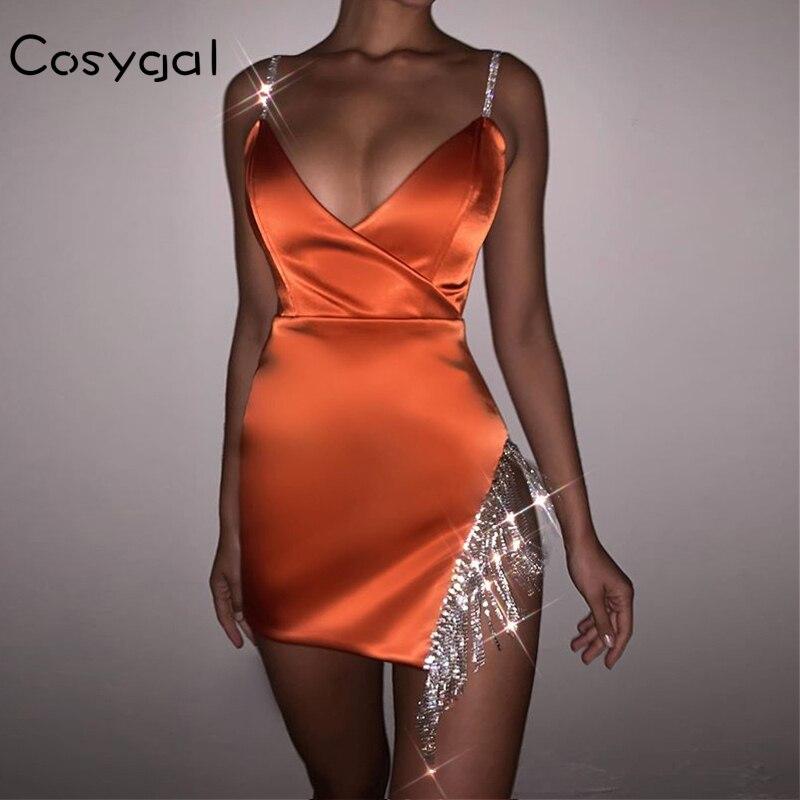 COSYGAL 2020 Spaghetti Strap Low Cut Sexy verano Vestidos mujeres vestido de fiesta de noche lado reflectante diamantes Club Vestidos