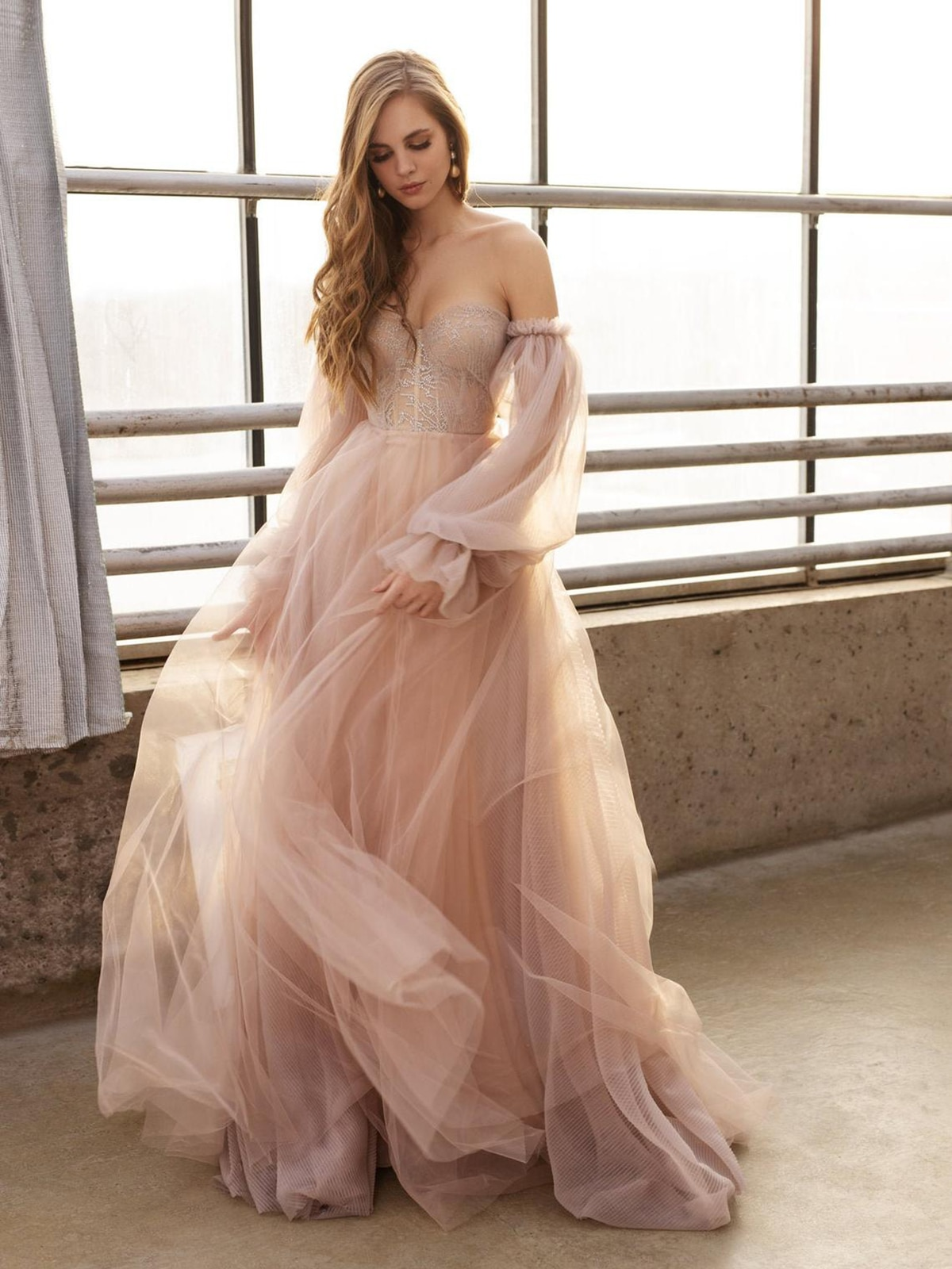Dusty Rose Off the Shoulder Bridal Gown Long Fluffy Sleeves Chic 2021 Beach Tulle Outdoor Sweetheart