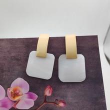 2020 Vrouw Natuurlijke Shell Oorbellen Matte Gold Rechthoekige Geometrische Oorbellen Vierkante Shell Hanger Oorbellen Voor Vrouwen Sieraden