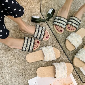 Spring and summer new Korean low heel pearl stripe one word wear sandals net red slippers