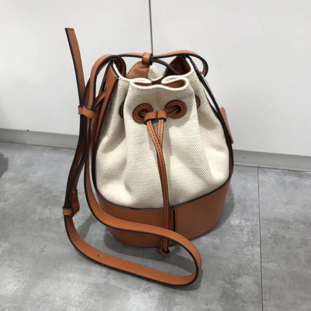 Women Genuine leather bag Bucket waist tote baguette bag luxury hobo hand Large Fashion Shoulder Female Cowhide bag 2021 enlarge
