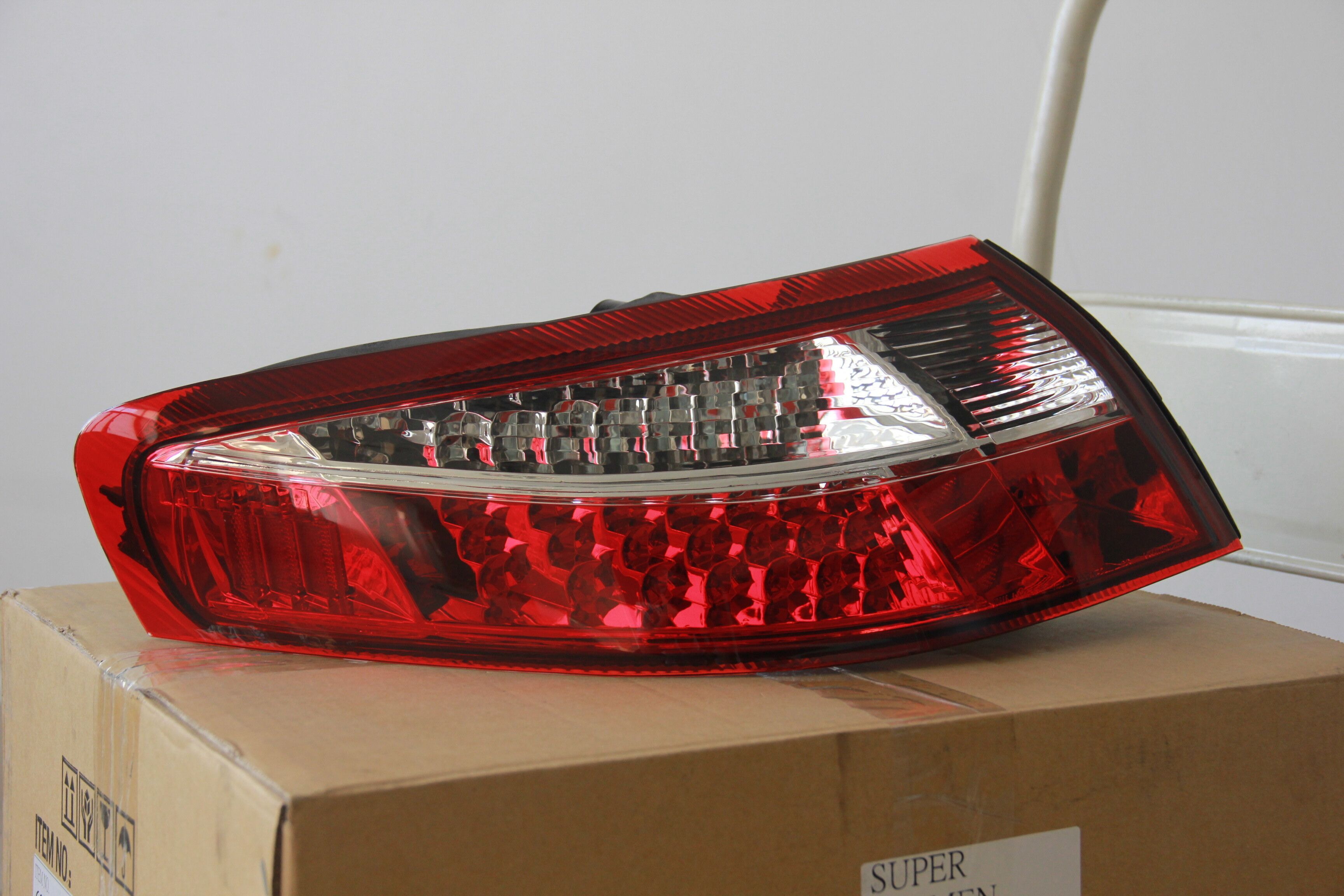 HA CONDOTTO LA luce posteriore 1997-2004 di Porsche 997 99 Rosso bianco