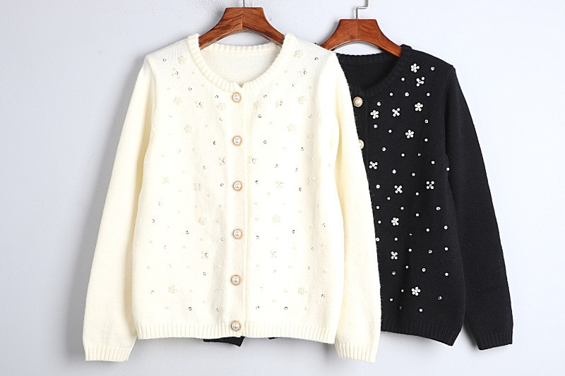 1101 2020   Autumn Sweater Free Shipping Crew  Neck Long Sleeve Kint Beads  Black White Fashion Womens Clothes  S m L    dl