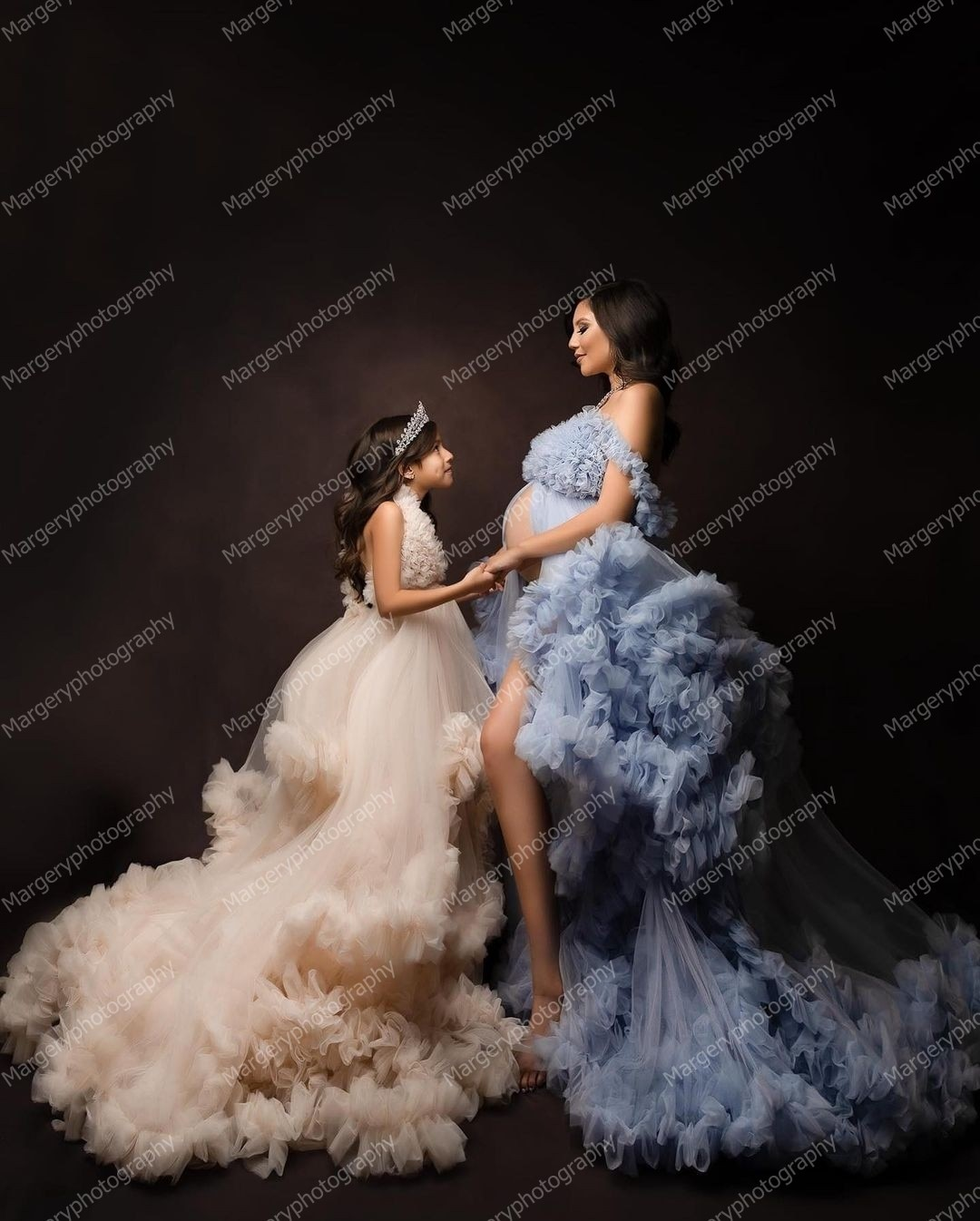 Pretty Mother And Daughter Puffy Tulle Dress To Photo Shoot V-neck Backless Tiered Ruffles Mom And Kids Gowns Front Split enlarge