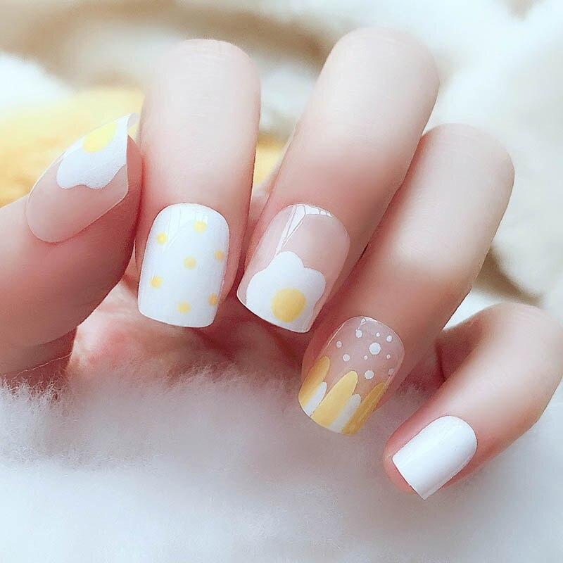 24 unids/caja cute usable Full Cover short artificial nails con un patrón huevo amarillo mate uñas falsas cabeza cuadrada con pegamento 2g