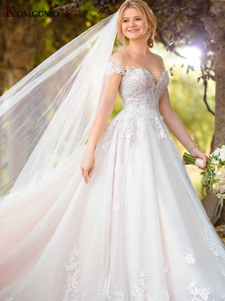 Elegant Cap Sleeve Embroidery Appliques Tulle Chapel Train Bridal Ball Gown Custom Made Scoop Neck Button Back Wedding Dress