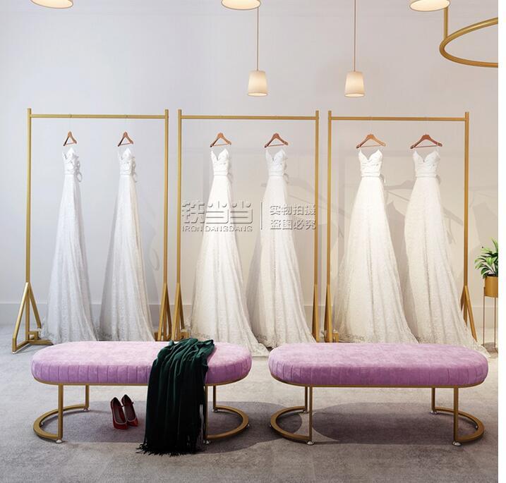 رف لفستان الزفاف ، حامل أرضي عالي الجودة ، مزيج من الملابس ، استوديو الصور ، شماعات ذهبية ، رف عرض ملابس نسائية