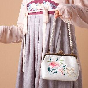 2020 Angelatracy New White Gold Bag Floral Embroidery Japan Lolita Rose Mini Lace Women Handbag Rabbit Chain Tote Crossbody Bag