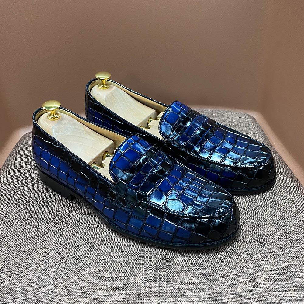 جديد حقيقي جلد البقر الرجال السببية أحذية لوفر الرجال الشقق الفاخرة التمساح نمط براءات الاختراع والجلود الانزلاق على حذاء رجالي رسمي
