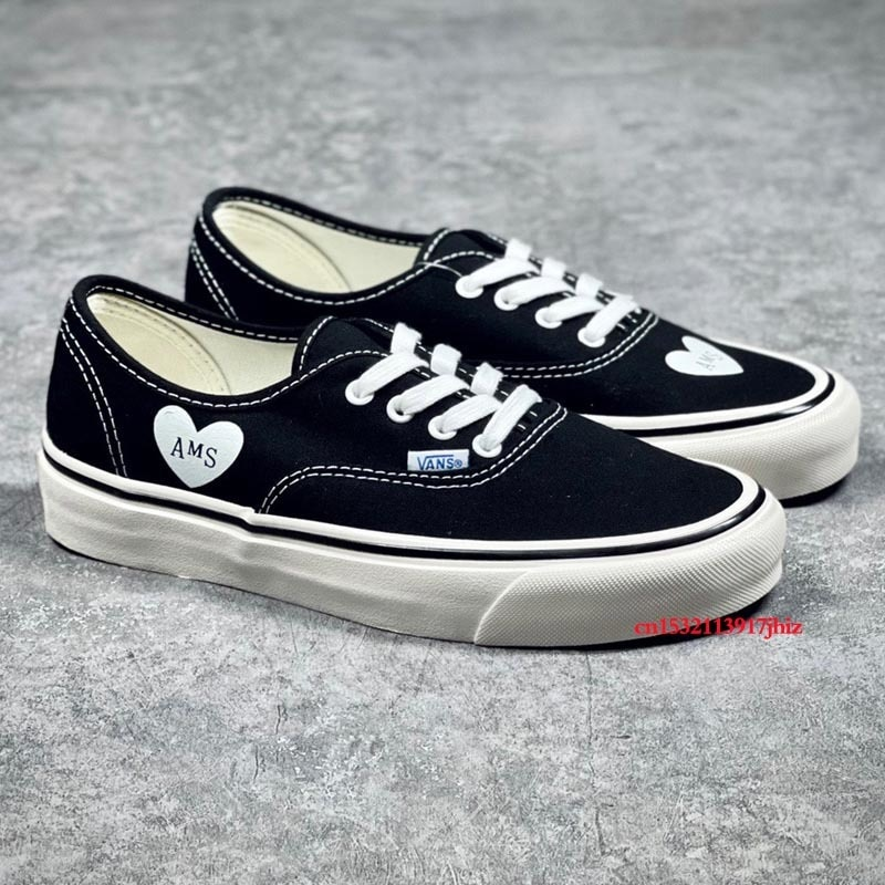 Vans Family Men and Women Love Heart Authentics LX Lovely Breathable Skateboard Shoes Unisex Light Walk Sports Canvas Sneakers