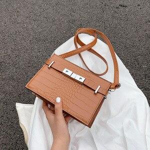 2021 Spring and Summer New Wave Fashion Trend Temperament Hard Shoulder Bag Simple Diagonal Bag Retro Stone Pattern Female Bag