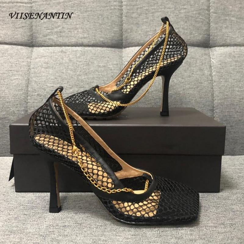 2020 سخونة شبكة ثقوب صندل حذاء سلسلة معدنية ديكور تربيع تو سيدة مثير أحذية الحفلات كعب رقيقة أسود بيج أبيض فستان حذاء