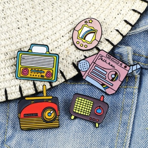 Vintage Radio TV Recorder Enamel Pins Cartoon Music Player Pin Men Women Denim Jackets Lapel Pins Classic Jewelry Brooches Badge