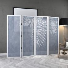 Se pueden colocar pantallas plegables de diseño personalizado, divisiones para salas de estar