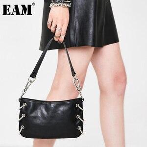 [EAM] Women New Black Metal Circle PU Leather Flap Personality All-match Crossbody Shoulder Bag Fashion Tide 2021 18A0162