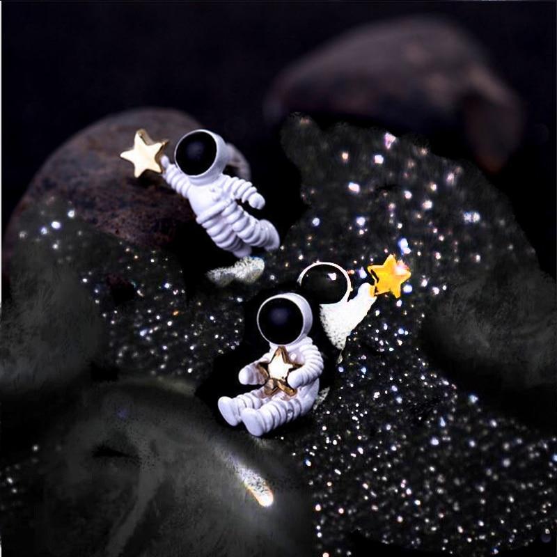 Modische und niedliche weibliche aluminium legierung astronaut ohrringe Raum astronaut halten eine fünf-stern umarmen die fünf-po