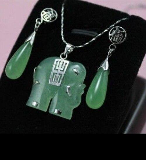 ¡Hermosa! Conjunto de pendientes y collar de elefante verde jades