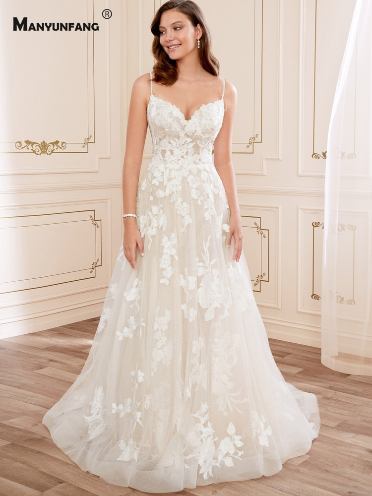 2021 Hot Sale Spaghetti Straps Embroidery Appliques Tulle Chapel Train Bridal Ball Gown Elegant Sweetheart Neck Wedding Dress