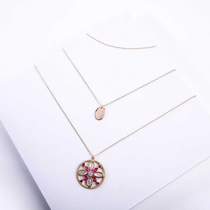 Collar con incrustaciones de perlas y flores de aceite con múltiples capas