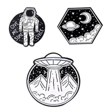 Astronaut Lapel Pins Spacecraft Enamel Brooches Women's Fashion Cartoons Anime Badges For Backpack M