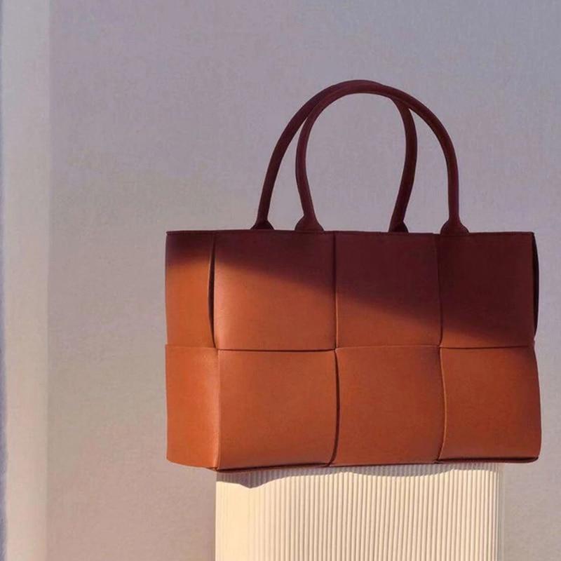 Women's bag 2021 new ladies hand-woven 100% genuine leather handbag all-match large-capacity shoulder bag fashion messenger bag