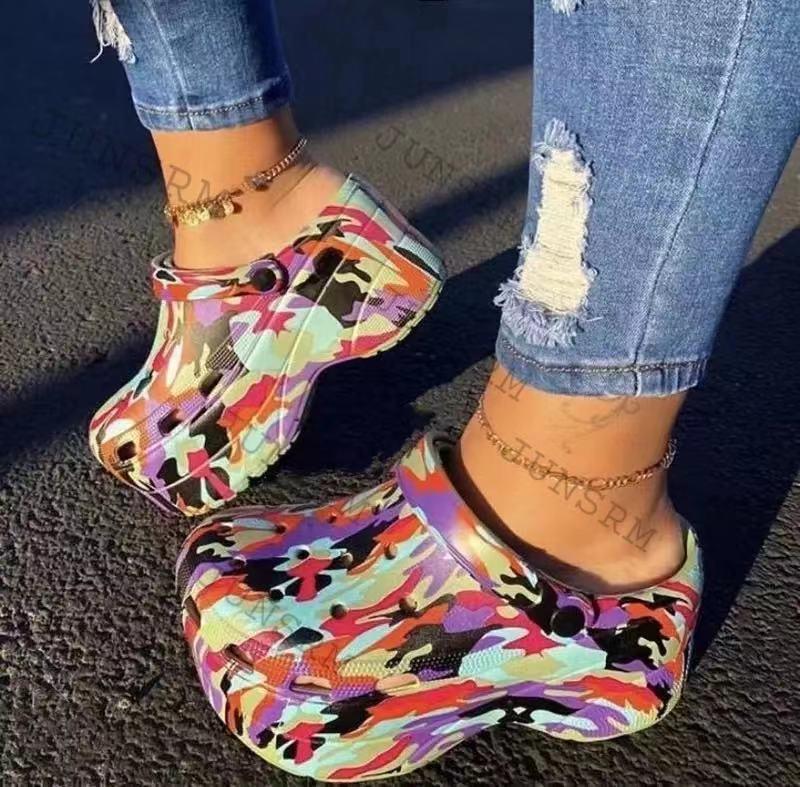 Plataforma de Fundo Quente Popular Serpentine Pequeno Buraco Sandálias Femininas Bonito Chinelos Grosso Volta Cinta Verão Senhoras Sapatos Casuais Ins